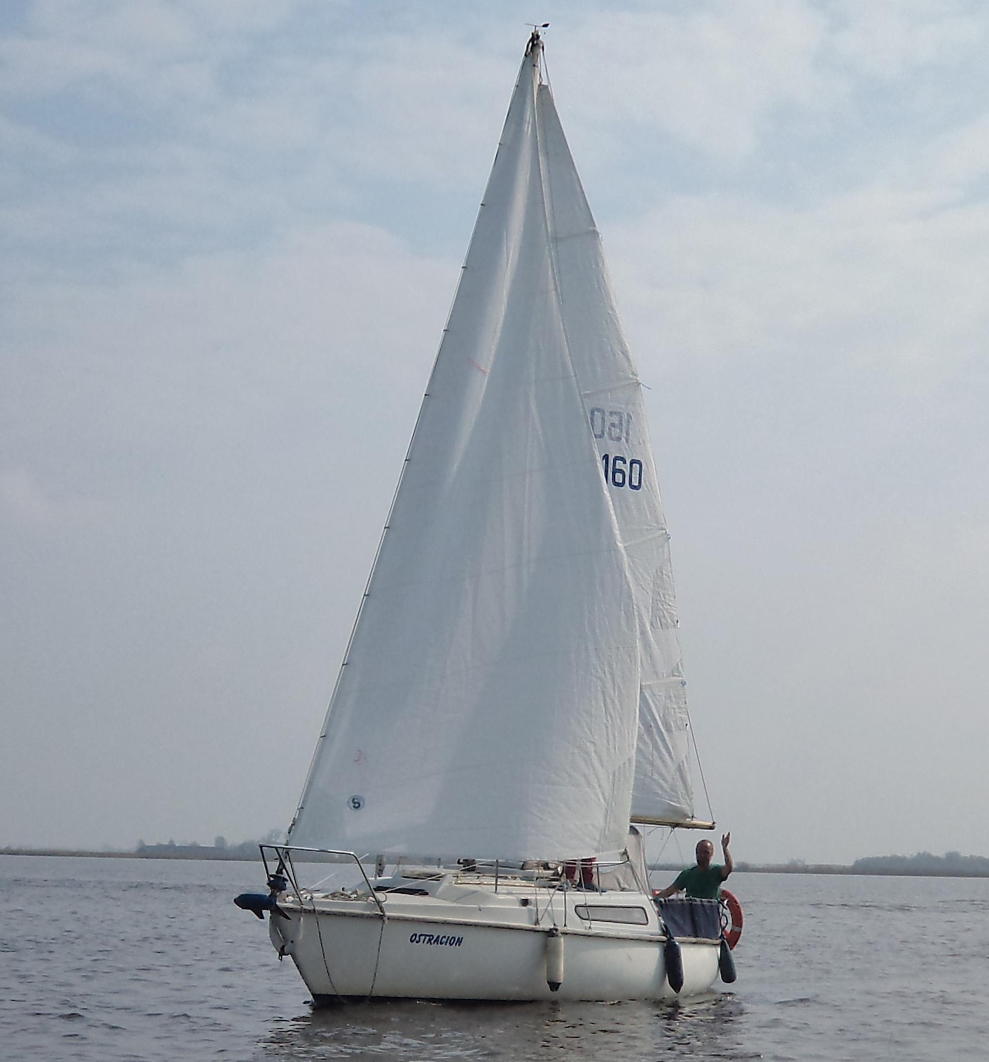 Schnelles, kentersicheres, geräumiges Kajütboot mit Hubdach