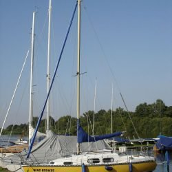 Nautica 23 mit Straßentrailer (überholungsbedürftig) zu verkaufen