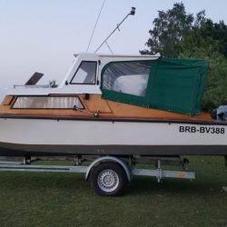 Motor-Kajütboot Tourist mit Trailer / Generalüberholt