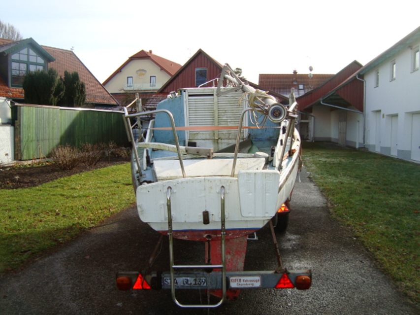 Segelboot mit Trailer