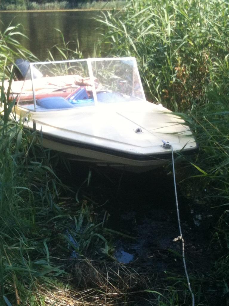 Motorboot incl. 35 PS Außenborder, Cabrioverdeck, Abdeckplane, Hafentrailer