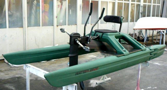 water bike wasserfahrrad mit arm action bis 22 km h boot neue und gebrauchte. Black Bedroom Furniture Sets. Home Design Ideas