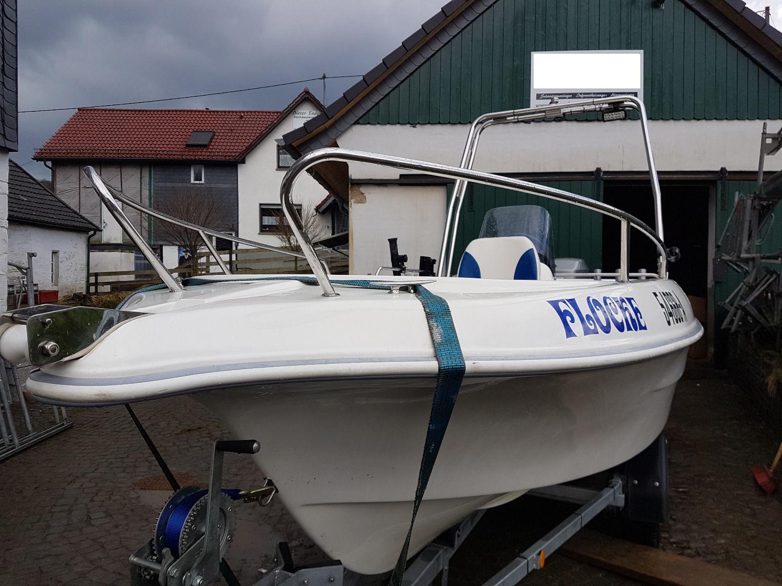Konsolenboot Galia 440 mit Außenborder und Trailer