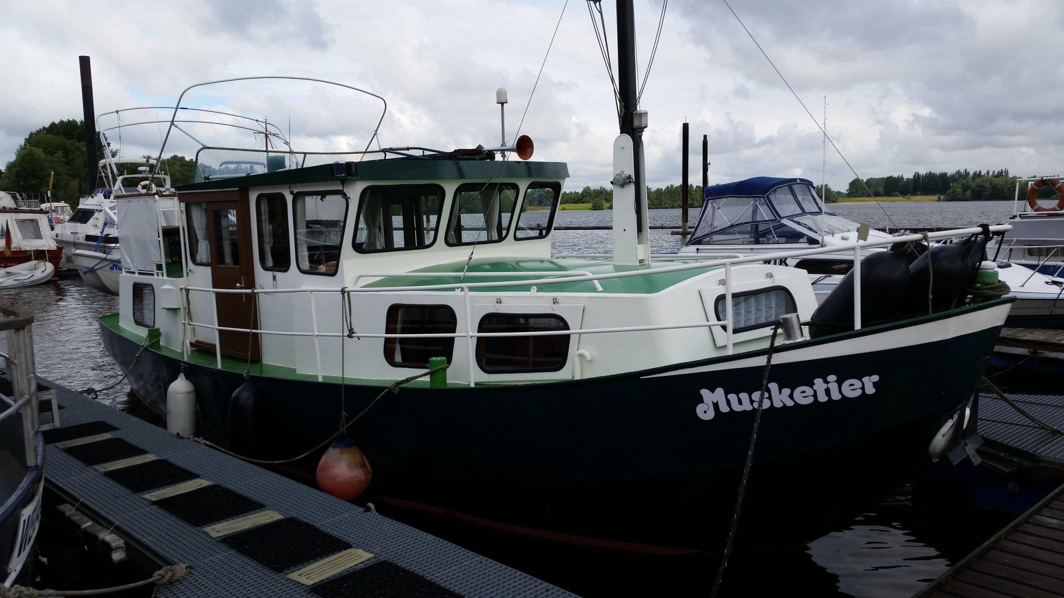 Verdränger Motorboot Vlattrumpf Stahl