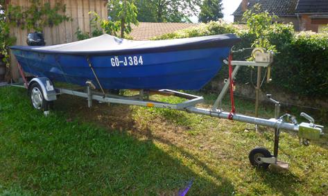 neuwertiges Angelboot